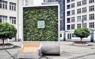 Auftanken am Baum - City Tree von Green City Solutions