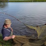 Karpfen-Peter beim Hechtfang - Fischzucht Reese